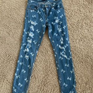 Jeans with adorable bow pattern 🎀